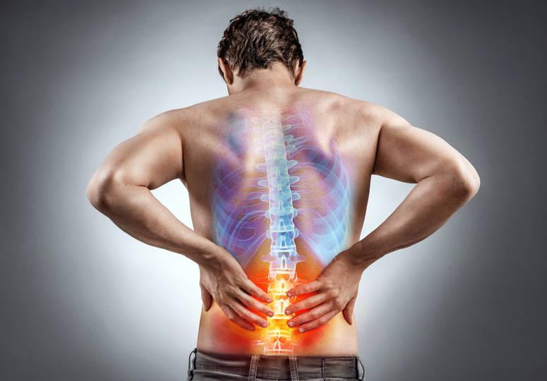 QuiropracticAlicante-hombre-con-dolor-de-espalda-baja